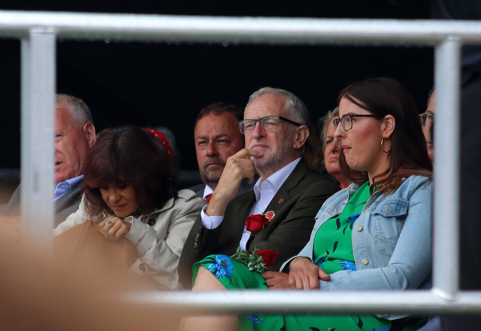 Jeremy-Corbyn-intervenes-to-stop-Tom-Watson-deselection