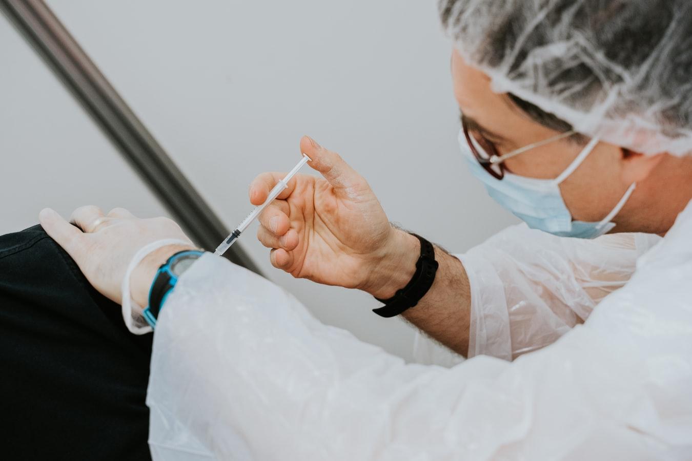 UK-vaccine-offer-to-Ireland