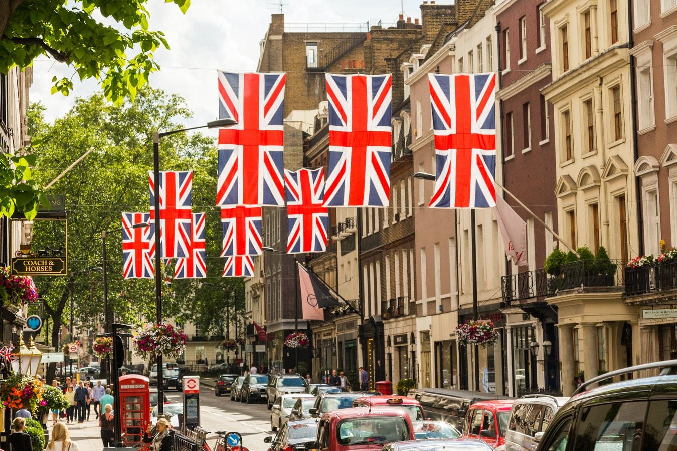 UK-economic-growth-record-job-vacancies